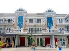 金边 Chrang Chamreh Ti Pir Borey Vimean Phnom Penh 5 卧室 联排别墅 售