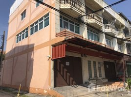 3 Bedrooms Property for rent in Saphan Sung, Bangkok 3 Storey Commercial Building For Rent (3 Adjoining Buildings)