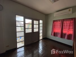 3 Bedrooms Property for sale in Saen Saep, Bangkok Suwinthawong Housing