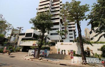 Sukhumvit House in Khlong Toei Nuea, Bangkok