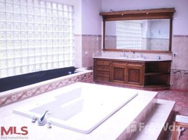 4 Habitaciones Casa en venta en , Antioquia AVENUE 22 # 16 4, Medell�n Poblado, Antioqu�a
